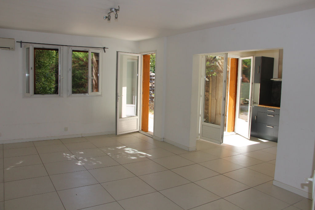 Appartement A Hyeres T3 Avec Jardin Privatif De 60 M Petite