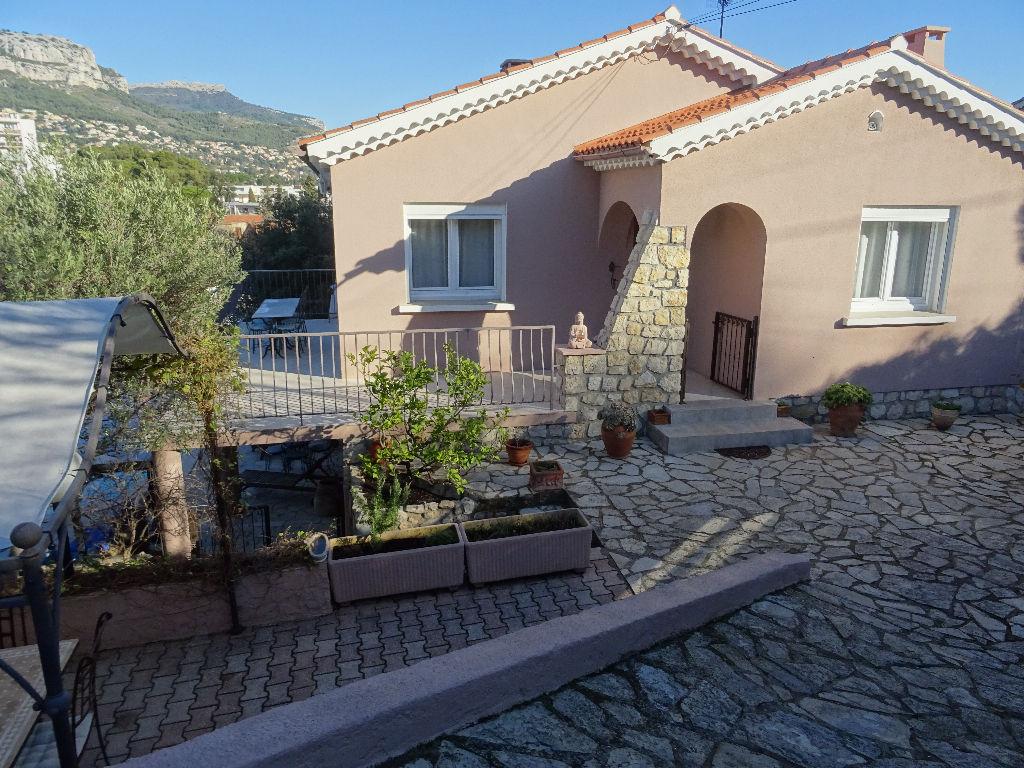 vente villa composée de 2 appartements avec piscine à TOULON