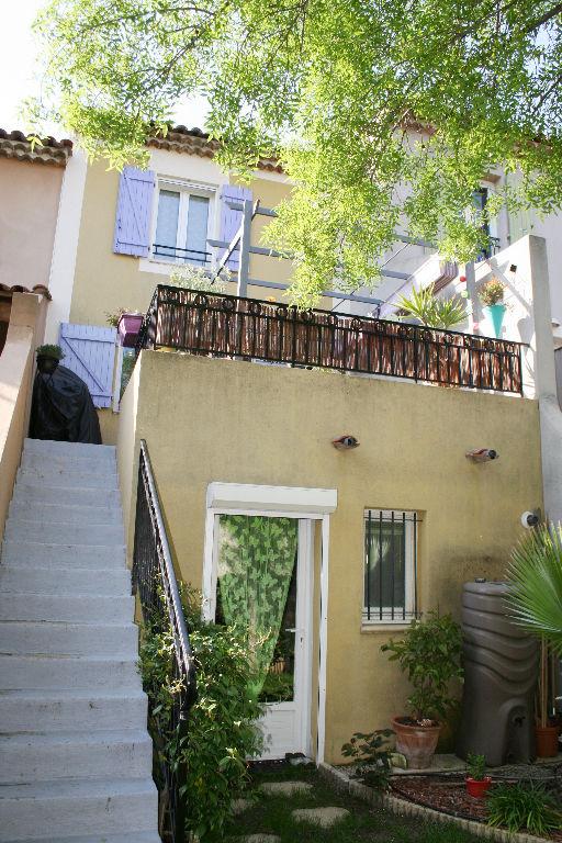 Vente jolie maison de ville Le Beausset - Terrasse garage jardinet