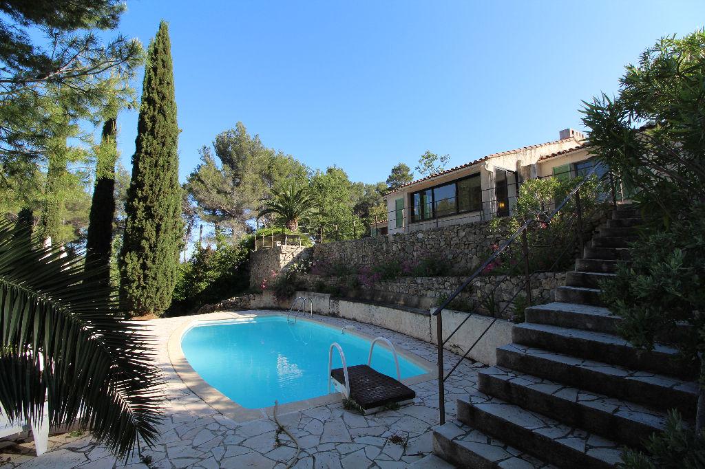 Villa à vendre Le Beausset Vieux au calme - Piscine 6420 m² de terrain