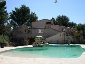VENTE MAISON T5 SIGNES 83870 VAR - Construction traditionnelle - Superbe piscine
